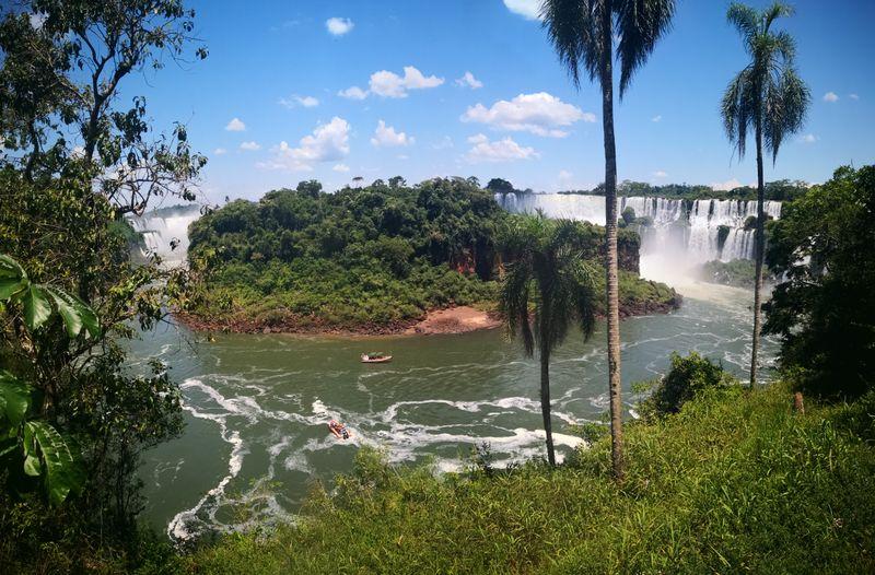 Die Iguazú-Wasserfälle von vorn