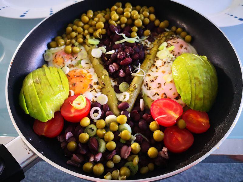 Avocado, Black Beans, Ei und co als Abendessen